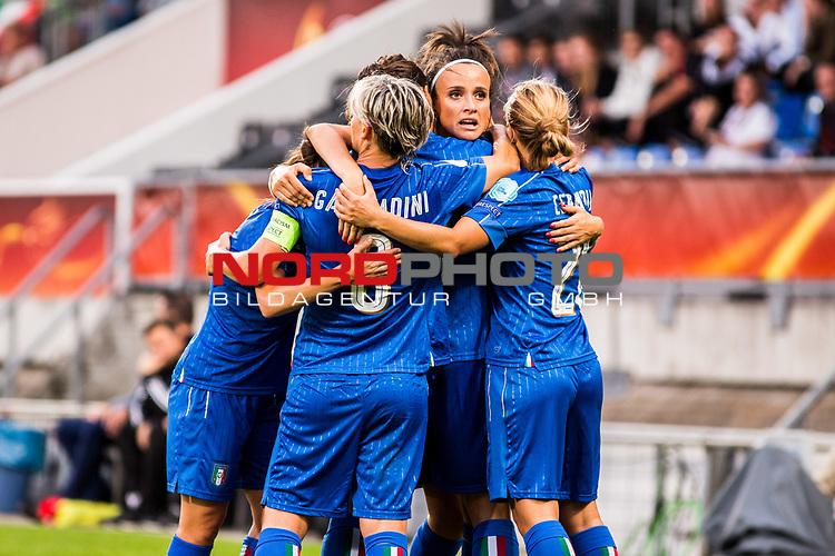 21.07.2017, Koenig Willem II Stadion , Tilburg, NLD, Tilburg, UEFA Women's Euro 2017, Deutschland (GER) vs Italien (ITA), <br /> <br /> im Bild | picture shows<br /> Itailen jubelt ueber Ausgleichstreffer | Italy celebrates the goal of Ilaria Mauro (Italien #9) | (Italy #9), <br /> <br /> Foto © nordphoto / Rauch