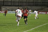 CURITIBA, PR, 15 DE MARÇO 2012 – ATLÉTICO-PR X SAMPAIO CORRÊA-MA - Heracles, do Atlético, e Arlindo Maracanã, do Sampaio Corrêa, durante o segundo jogo da primeira fase da Copa do Brasil. A partida aconteceu na noite de quinta-feira (15), na Vila Capanema, em Curitiba. <br /> (FOTO: ROBERTO DZIURA JR./ BRAZIL PHOTO PRESS)