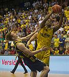 08.05.2018, EWE Arena, Oldenburg, GER, BBL, Playoff, Viertelfinale Spiel 2, EWE Baskets Oldenburg vs ALBA Berlin, im Bild<br /> <br /> Armani MOORE (EWE Baskets Oldenburg #4)<br /> Marius GRIGONIS (ALBA Berlin #13 )<br /> Foto &copy; nordphoto / Rojahn