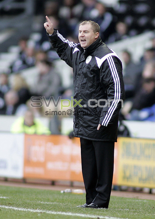 PICTURE BY VAUGHN RIDLEY/SWPIX.COM - Football - FA Cup, 3rd Round - Derby v Sheffield Wednesday - Pride Park, Derby, England - 06/01/08...Copyright - Simon Wilkinson - 07811267706..Derby's Paul Jewell shots orders from the touchline.