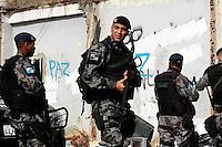 Rio de janaeiro,24 de  julhor de 2012- Movimentação na  manhã desta terça-feira(24) na  comunidade Nova Brasília, no Complexo do Alemão, após ataque  de  marginais  na noite  da  última  segunda-feira(23) quando uma  policia  morreu ao ser atingida pelos  criminoso.<br /> Guto Maia Brazil Photo Press