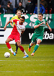 Nederland, Utrecht, 23 februari 2014<br /> Eredivisie<br /> Seizoen 2013-2014<br /> FC Utrecht-FC Groningen<br /> Juan Agudelo (l.) van FC Utrecht in actie met bal. Rechts Yoell van Nieff van FC Groningen.