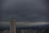 S&Atilde;O PAULO, SP, 06/06/2012, CLIMA TEMPO. <br /> <br />  Manh&atilde; nublada em S&atilde;o Paulo nessa Quarta-feira, vespera de feriado prolongado.<br /> <br />  Luiz Guarnieri/ Brazil Photo Press.