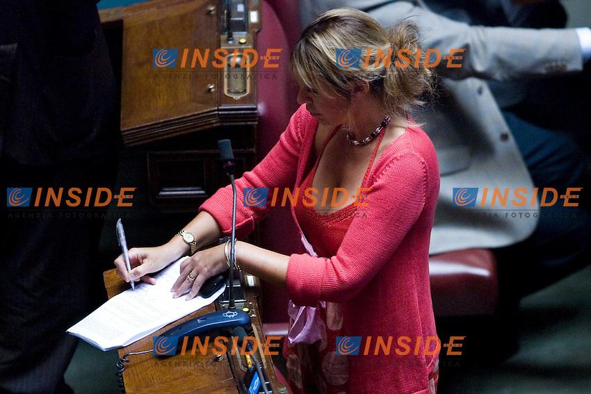 VOTO SULLA MANOVRA ECOMONICA ALLA CAMERA DEI DEPUTATI..LA DEPUTATA ALESSANDRA MUSSOLINI ..ROMA 15 LUGLIO  2011..PHOTO  SERENA CREMASCHI INSIDEFOTO..............................
