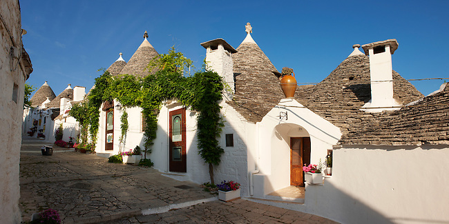 Stone Trulo house with beehive shaped conical roof, traditional Turlli houses of Alberobello, Apulia, Italy