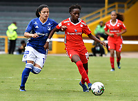 BOGOTÁ-COLOMBIA, 08-09-2019: Lisseth Moreno de Millonarios y Kelly Ibargüen de América de Cali disputan el balón, durante partido entre Millonarios y el América de Cali de ida de las semifinales por la Liga Águila Femenina 2019  jugado en el estadio Nemesio Camacho El Campín de la ciudad de Bogotá. / Lisseth Moreno of Millonarios and Kelly Ibargüen of America de Cali figth for the ball, during a match between Millonarios and America de Cali of the semifinals for the 2019 Women's Aguila League played at the Nemesio Camacho El Campin Stadium in Bogota city, Photo: VizzorImage / Luis Ramírez / Staff.