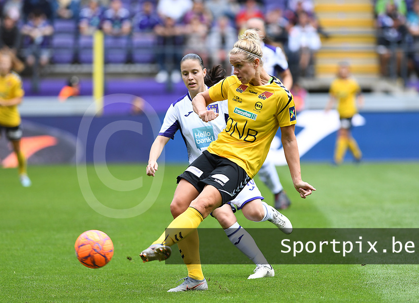20190810 - ANDERLECHT, BELGIUM : Anderlecht's Stefania Vatafu pictured watching LSK's Elise Thorsnes (r) during the female soccer game between the Belgian RSCA Ladies – Royal Sporting Club Anderlecht Dames  and the Norwegian LSK Kvinner Fotballklubb ladies , the second game for both teams in the Uefa Womens Champions League Qualifying round in group 8 , saturday 10 th August 2019 at the Lotto Park Stadium in Anderlecht  , Belgium  .  PHOTO SPORTPIX.BE for NTB NO | DAVID CATRY