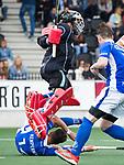 AMSTELVEEN -  Robbert Kemperman (Kampong)  en keeper David Harte (Kampong)   tijdens  de  eerste finalewedstrijd van de play-offs om de landtitel in het Wagener Stadion, tussen Amsterdam en Kampong (1-1). Kampong wint de shoot outs.  . COPYRIGHT KOEN SUYK