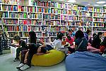 Lançamento de livro na Livraria da Vila. São Paulo. 2009. Foto de Juca Martins.