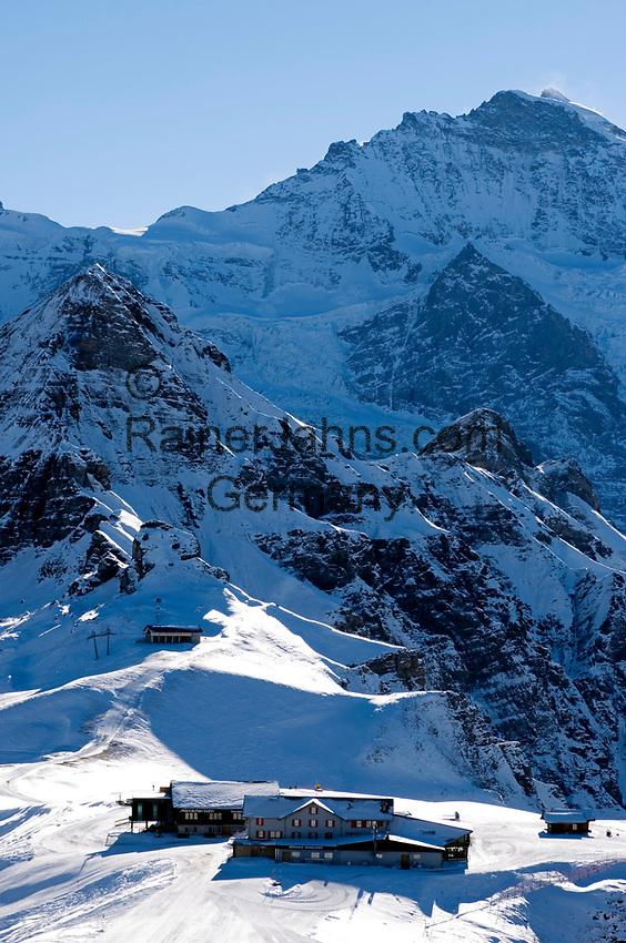 CHE, Schweiz, Kanton Bern, Berner Oberland, Grindelwald: Maennlichen Bergstation mit Tschuggen (2.520 m), Lauberhorn (2.473 m) und Jungfrau (4.158 m) | CHE, Switzerland, Canton Bern, Bernese Oberland, Grindelwald: Maennlichen top station with Tschuggen (2.520 m), Lauberhorn (2.473 m) + Jungfrau (4.158 m) mountains