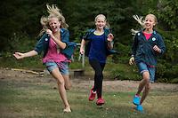 20140805 Vilda-l&auml;ger p&aring; Kragen&auml;s. Foto f&ouml;r Scoutshop.se<br /> scout, scouter, springer, tre, skog, tr&auml;d, gr&auml;s