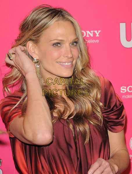 MOLLY SIMS.The Annual US Weekly Hot Hollywood Style Party at Drai's in Hollywood, California, USA..April 22nd, 2010.half length hand simms red maroon burgundy dangling gold earrings.CAP/RKE/DVS.©DVS/RockinExposures/Capital Pictures.