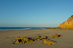 www.travel-lightart.com, ©Paul J. Trummer, Andalucia, Andalusia, Barrosa Beach, Cadiz, Chiclana de la Frontera, cliffs, continent, continents, Costa de la Luz, countries, Country, Europe, Geography, Novo Sancti Petri, Rocky seashore, Spain, cliff, coast, coastal landcsapes, coastline, coastlines, coasts, landscape form, landscape forms, landscapes, rocky coastline, rocky coastlines, Felsenküste, Felsenküsten, Felsküste, Felsküsten, Klippe, Klippen, Küstenlandschaft, Landschaftsform, Landschaftsformen, Steilküste, Steilküsten, dusk, elements, evening skies, evening sky, Landscape, nature, Natur, Naturelemente, Meeresstrand, Sandstrand, Sandstrände, Straende, Atlantic, bodies of water, body of water, ocean, oceans, ozean, ozeans, sea, seas, Atlantik, Atlantischer Ozean, Gewässer, Meer, Meere, Ozeane, H2O