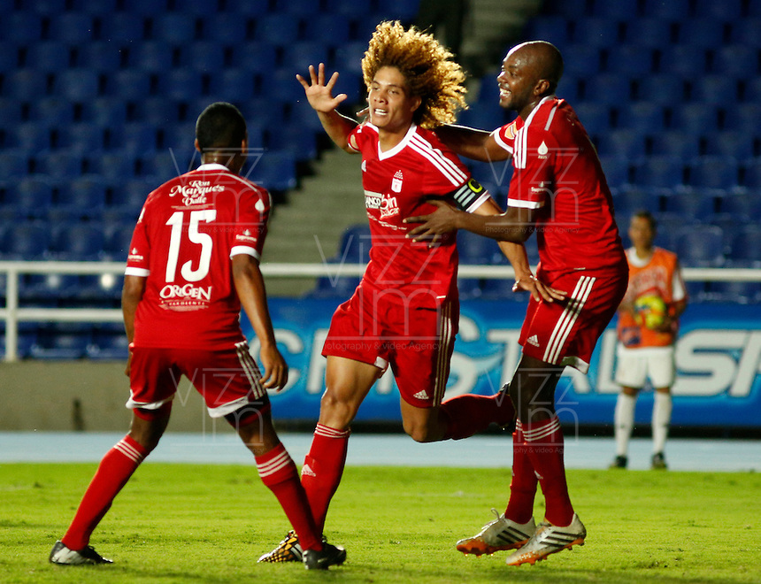 CALI -COLOMBIA-18-NOVIEMBRE-2014. Stiven Tapiero (Centro )  del America de Cali celebra su gol contra   el Union Magdalena  durante partido correspondiente a la  los cuadrangulares semifinales 3 fecha del Torneo Postobon jugado en el estadio Pascual Guerrero de la ciudad de  Cali . / Stiven Tapiero  (C) of America de Cali celebrates his goal  against   of  Union Magadalena   during match quadrangular semifinals 3th date Torneo  Postobon tournament  played at the Pascual Guerrero stadium in Cali.  Photo: VizzorImage / Juan Carlos Quintero / Stringer