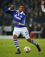 FUSSBALL   EUROPA LEAGUE   SAISON 2011/2012  SECHZEHNTELFINALE FC Schalke 04 - FC Viktoria Pilsen                          23.02.2012 Joel Matip (FC Schalke 04) Einzelaktion am Ball