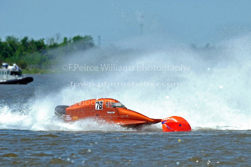 Frame 8: Leader Butch Ott, (#78) is tagged by Travis Thompson, (#2) and spins into the bouy.  (SST-45 class)..