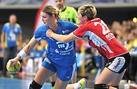 Handball 1. Bundesliga Frauen 2013/14 - Handballclub Leipzig (HCL) gegen Thüringer HC (THC) am 30.10.2013 in Leipzig (Sachsen). <br /> IM BILD: Natalie Augsburg (HCL) am Ball gegen Lydia Jakubisova (THC) <br /> Foto: Christian Nitsche / aif / aif
