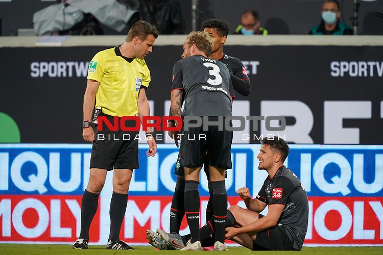Verletzung / verletzt / Schmerzen Milos Veljkovic (Werder Bremen #13), Dr. Felix Brych (SR) (Schiedsrichter / Referee), Kevin Vogt (Werder Bremen  #03) Theodor Gebre Selassie (Werder Bremen #23)<br /> <br /> <br /> Sport: nphgm001: Fussball: 1. Bundesliga: Saison 19/20: Relegation 02; 1.FC Heidenheim vs SV Werder Bremen - 06.07.2020<br /> <br /> Foto: gumzmedia/nordphoto/POOL <br /> <br /> DFL regulations prohibit any use of photographs as image sequences and/or quasi-video.<br /> EDITORIAL USE ONLY<br /> National and international News-Agencies OUT.