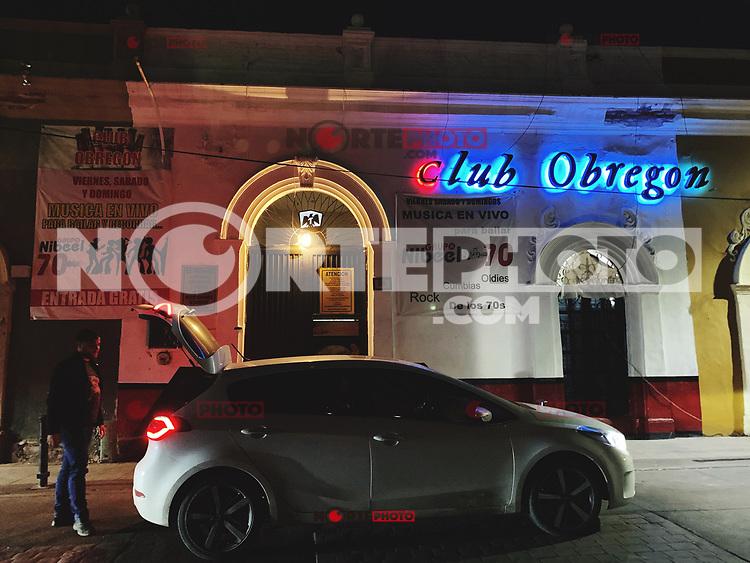 Auto Kia en la puerta del Club obregon.<br /> Cantina Club Obregon en el Hermosillo.<br /> Hermosillo de Noche..<br /> Cantina Mexicana<br /> <br /> Kia car at the door of the Obregon Club.<br /> Cantina Club Obregon in Hermosillo.<br /> Hermosillo by Night ..