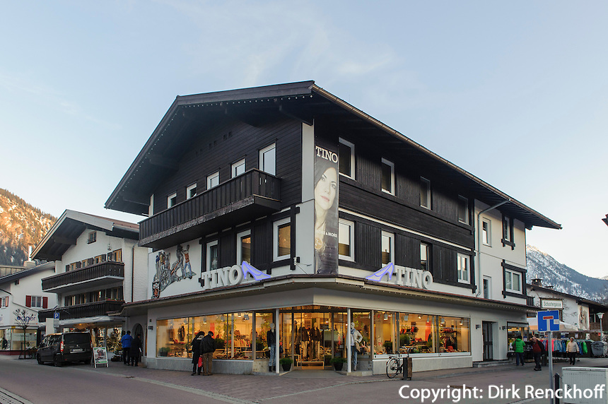 Einkaufsstra&szlig;e in Oberstdorf im Allg&auml;u, Bayern, Deutschland<br /> shopping mall  in Oberstdorf, Allg&auml;u, Bavaria,  Germany