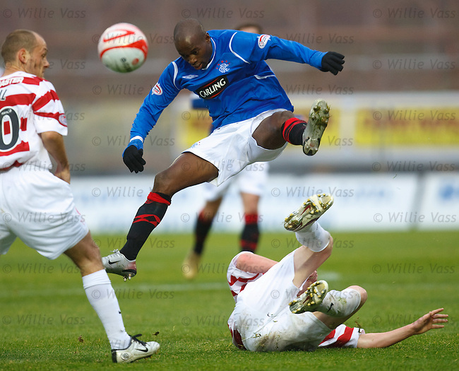 DaMarcus Beasley taken out by Brian Easton