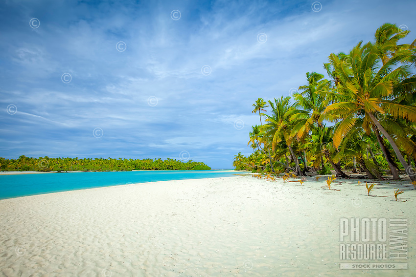 The famous white sand beach of One Foot Island in Aitutaki Lagoon, Cook Islands.