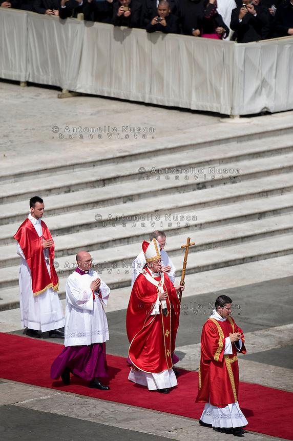 Città del Vaticano 13 Aprile, 2014.Papa Francesco durante la Messa della Domenica delle Palme. Pope Francis attends Palm Sunday Mass at St. Peter's Square.