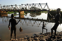 SUED-SUDAN  Bahr el Ghazal region , Lakes State, durch Krieg zerstoerte Bamam Bruecke / SOUTH SUDAN  Bahr al Ghazal region , Lakes State, children fishing at Bamam bridge