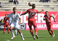 TUNJA -COLOMBIA, 22-10-2016. Diego Alvarez (Der) jugador de Patriotas FC disputa el balón con Luciano Ospina (Izq) jugador de Fortaleza CEIF durante partido por la fecha 17 de la Liga Águila II 2016 realizado en el estadio La Independencia en Tunja./ Diego Alvarez (R) player of Patriotas FC fights for the ball with Luciano Ospina (L) player of Fortaleza CEIF during match for the date 17 of Aguila League II 2016 at La Independencia stadium in Tunja. Photo: VizzorImage/César Melgarejo/Cont
