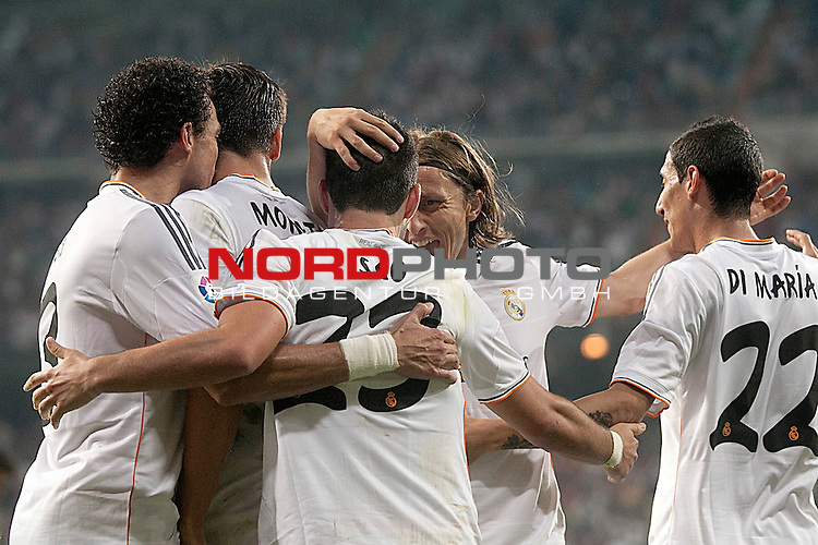 Real Madrid's Pepe, Alvaro Morata, Isco, Luka Modric and Angel Di Maria celebrate goal during La Liga match.August 18,2013. Foto © nph / Acero)