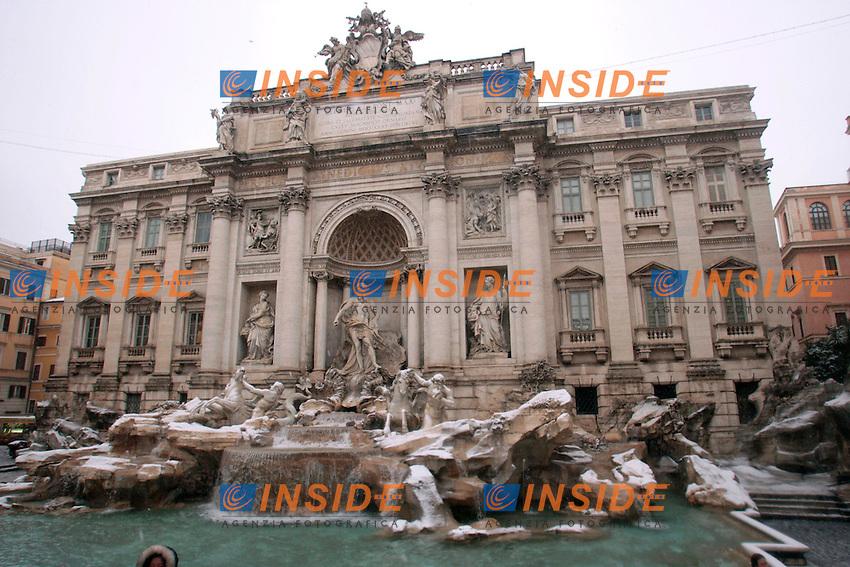 Roma 03/02/2012. Neve a Roma. Fonata di Trevi.Photo Zucchi Insidefoto
