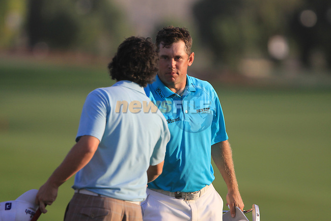 Lee Westwood shakes Rory McIlroy's hand after finishing on the 18th green during the opening round of Day 1 at the Dubai World Championship Golf in Jumeirah, Earth Course, Golf Estates, Dubai  UAE, 19th November 2009 (Photo by Eoin Clarke/GOLFFILE)