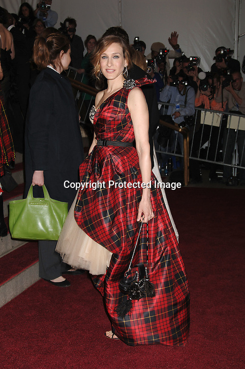 Sarah Jessica Parker ..arriving to the Costume Institute Gala celebrating AngloMania on May 1, 2006 at The Metropolitan Museum of ..Art. ..Robin Platzer, Twin Images..