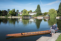 Maidenhead, United Kingdom.  Maneuvering the punt for mooring. &quot;Thames Punting Club Regatta&quot;, Bray Reach.<br /> 08:53:31 Sunday  06/08/2017<br /> <br /> [Mandatory Credit. Peter SPURRIER Intersport Images}.<br /> <br /> LEICA Q (Typ 116) 28mm  f1.7   1/3200 /sec    100 ISO River Thames, .......... Summer, Sport, Sunny, Bright, Blue Skies, Skilful,