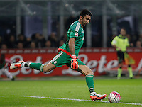 Calcio, Serie A: Inter vs Juventus. Milano, stadio San Siro, 18 ottobre 2015. <br /> Juventus&rsquo; Gianluigi Buffon kicks the ball during the Italian Serie A football match between FC Inter and Juventus, at Milan's San Siro stadium, 18 October 2015.<br /> UPDATE IMAGES PRESS/Isabella Bonotto