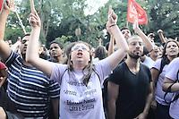 SAO PAULO, SP, 10 de MAIO 2013 -Um grupo de manifestantes se revoltou com a decisão de encerramento da greve dos professores da rede estadual de ensino de São Paulo, após assembleia da categoria realizada no vão livre do Masp, na Avenida Paulista, nesta sexta-feira. Houve confronto entre este grupo e policiais militares. (FOTO: ADRIANO LIMA / BRAZIL PHOTO PRESS).