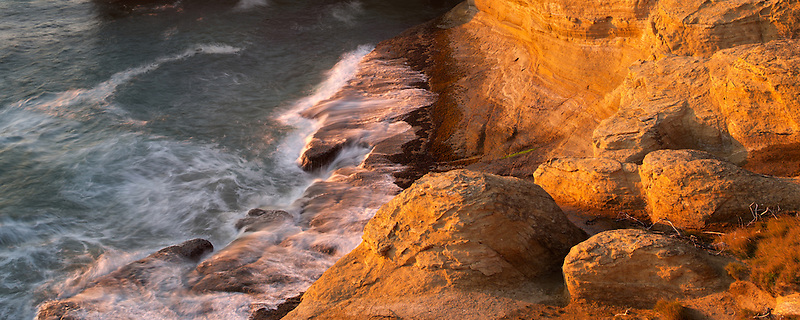Rock formation and waves at Devil's Punchbowl, Oregon