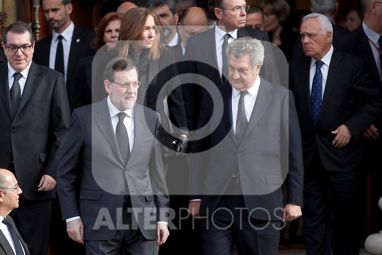 Spain´s President Mariano Rajoy (L) attends the funeral chapel of former Spanish Prime Minister Adolfo Suarez to the Spanish Parliament in Madrid, Spain. March 24, 2014. (ALTERPHOTOS/Victor Blanco)