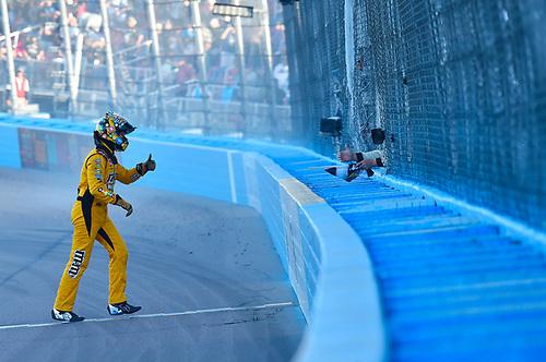 #18: Kyle Busch, Joe Gibbs Racing, Toyota Camry M&M's ceklebrates his win