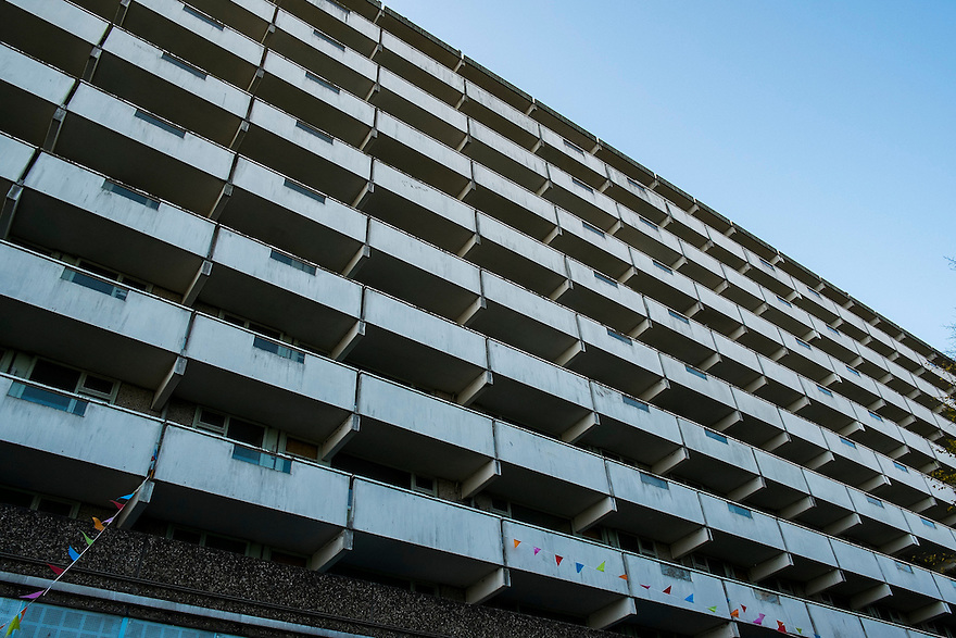 Nederland, Amsterdam, 1 nov 2014<br /> De Flat. Bijlmerflat Kleiburg wordt gerenoveerd en alle appartementen worden als casco verkocht. Kopers moeten die zelf afbouwen naar eigen smaak. <br /> Foto: (c) Michiel Wijnbergh