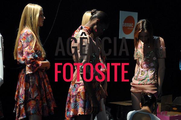 Sao Paulo, Brasil – 19/01/2008 - Backstage de Fabia Bercsek durante o São Paulo Fashion Week  -  Inverno 2008. Foto : Gustavo Scatena / Agência Fotosite