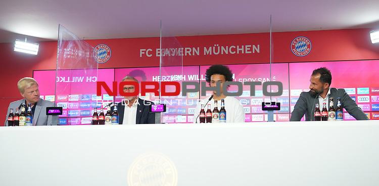 23.07.2020, nph001 Fussball 1.Bundesliga, FC Bayern Muenchen - Neuvorstellung Leroy Sane emspor (Leroy Aziz San) <br /> <br /> <br /> <br />  im Bild<br /> <br /> Leroy Sane  Oilver Kahn Vorstands-Mitglied der FC Bayern München   Hasan Salihamidzic FC Bayern Sportvorstand FC Bayern , Karl-Heinz Rummenigge (Vorstand FC Bayern Muenchen<br /> <br /> Foto: FC Bayern Muenchen/Pool/ via nordphoto