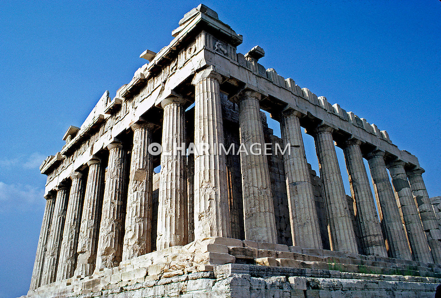 Colunas do Partenon no alto da Acrópole.  Atenas. Grécia. 1985. Foto de João Caldas.