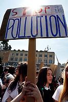 Banners stop pollution<br /> Rome April 19th 2019. Fridays for Future Climate Strike in Rome, Piazza del Popolo.<br /> photo di Samantha Zucchi/Insidefoto