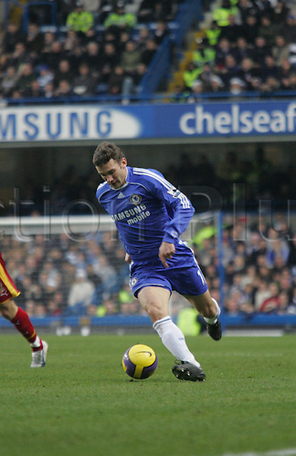 26 December 2006: Chelsea striker Andriy Shevchenko runs with the ball during the Premiership game between Chelsea and Reading, played at Stamford Bridge. The game finished 2-2. Photo: Actionplus....061226 football soccer player