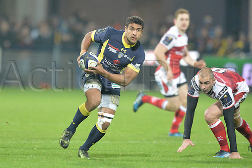 18.12.2016. Stade Marcel Michelin, Clermont-Ferrand, France. European Champions Cup Rugby. Clermont Auvergne versus Ulster.  Wesley Fofana (asm) breaks outside the tackle