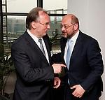 Bruessel-Belgien - 19. Juni 2013 -- Dr. Reiner HASELOFF (li), Ministerpraesident von Sachsen-Anhalt zu politischen Gespraechen in Bruessel; hier, im Europaeischen Parlament mit Martin SCHULZ (re) Praesident des EP -- Photo: © HorstWagner.eu