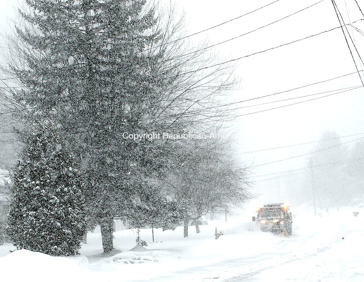Middlebury, CT- 04 February 2014-020214CM10- A plow makes its way down Algin Drive during a winter storm in Middlebury on Thursday.   Christopher Massa Republican-American