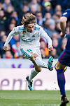 Luka Modric of Real Madrid during the La Liga 2017-18 match between Real Madrid and FC Barcelona at Santiago Bernabeu Stadium on December 23 2017 in Madrid, Spain. Photo by Diego Gonzalez / Power Sport Images