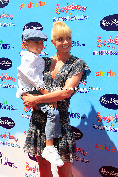 """LOS ANGELES - AUG 19:  Jaime Pressly, son Desi arrives at """"The Oogieloves In The Big Balloon Adventure"""" LA Premiere at Graumans Chinese Theater  on August 19, 2012 in Los Angeles, CA"""